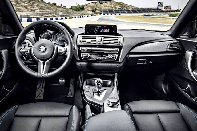 BMW M2 Coupé 2017 interior