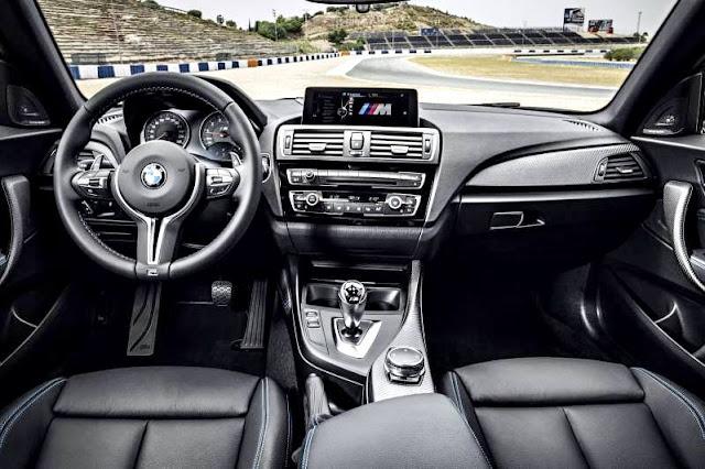 BMW M2 Coupé 2017 interior