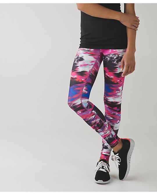 lululemon pigment-wave-berry-rumble wunder-under-crop