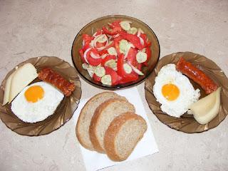 Oua ochiuri carnaciori branza si salata retete culinare,