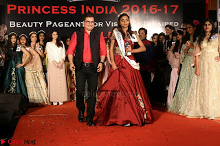 John Aham, Bhagyashree, Subhash Ghai and Amyra Dastur Attends Princess India 2016 17 Part2 017.JPG