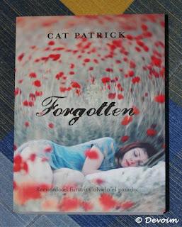 Ejemplar de Forgotten para la iniciativa Libros a contrarreembolso