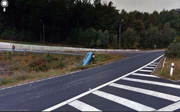 18 Hilariously Weird Moments Captured On Google Street View - What's this car looking for there