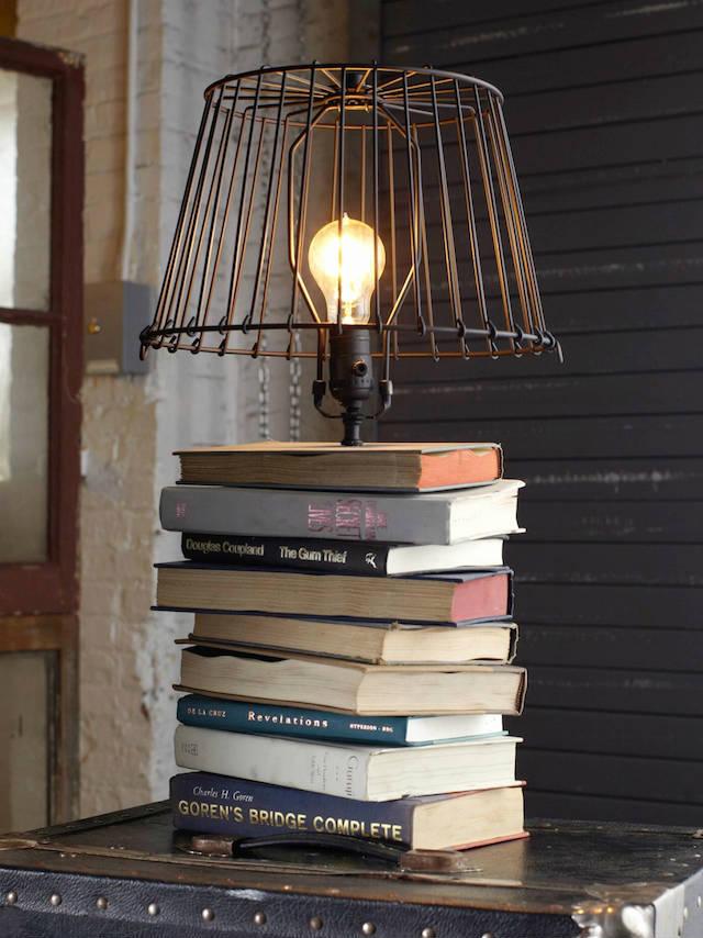 7 formas creativas de reciclar libros viejos (DIY), Libros como base de lámpara