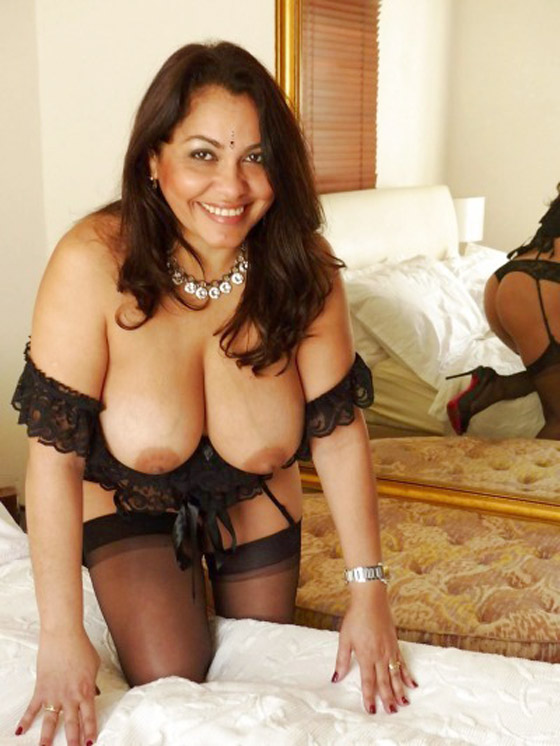 Big Breast NRI Bhabhi Milky Boobs Show