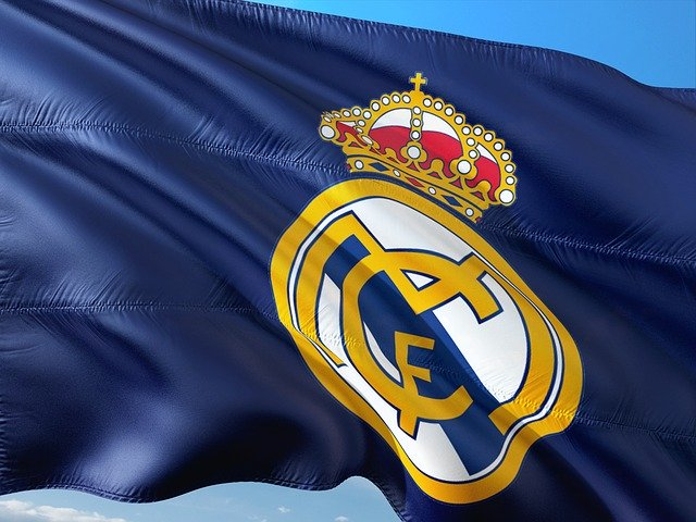 Ajax star awaits Catalan offer.. Zidane is heading to reject Paris Saint-Germain star