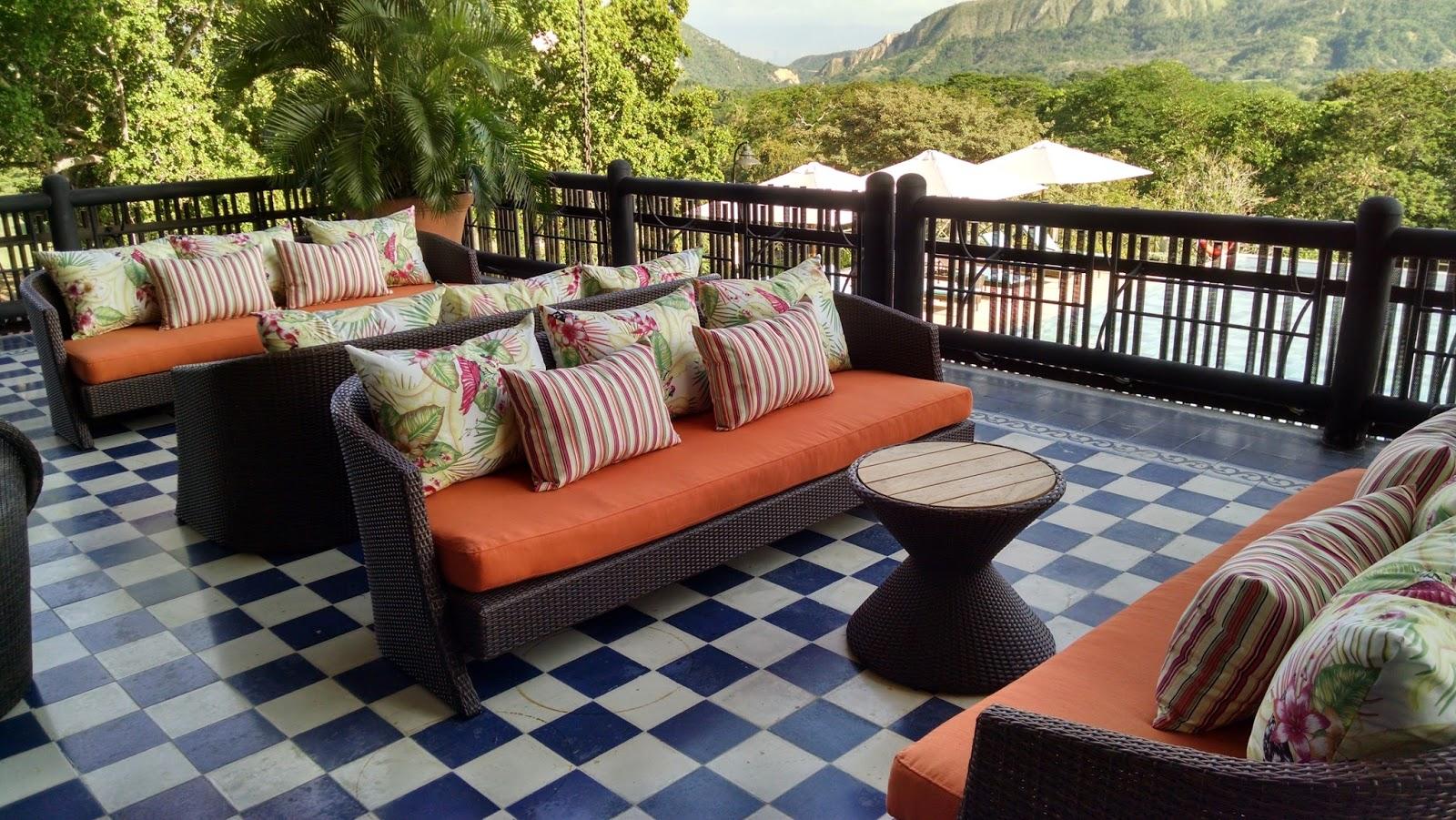 Sol y fachadas parasoles y tapicer a muebles de jard n y for Tapiceria muebles