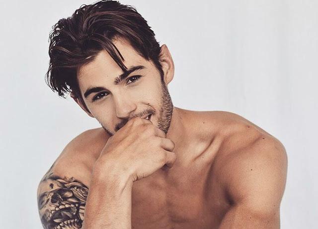 """René Grincourt hot boy (27 tuổi) nổi tiếng trên các trang mạng xã hội nhờ ngoại hình """"đắt giá"""". Chàng nghệ sĩ đến từ Paris (Pháp)"""