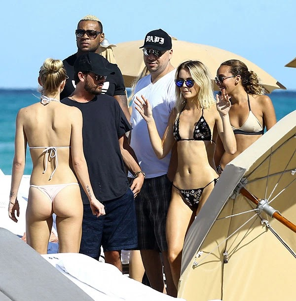Scott Disick Parties With ANOTHER Squad Of Hot Ladies In Miami — Shocking New Pics