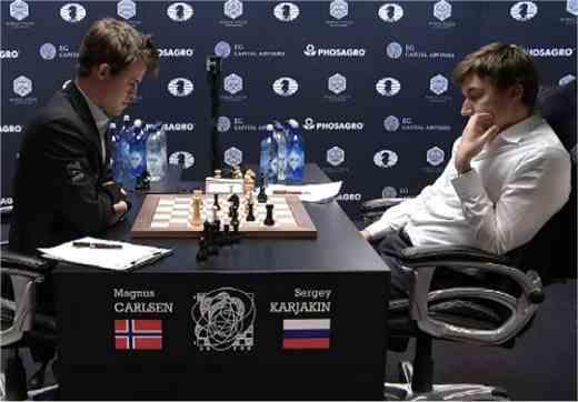 Carlsen et Karjakin après le second contrôle de temps