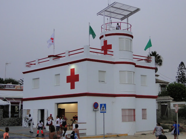 Cruz roja en la playa de la Barrosa