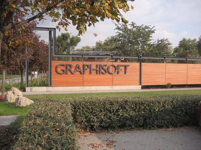 fotografía de una valla del complejo Graphisoft, con el rótulo
