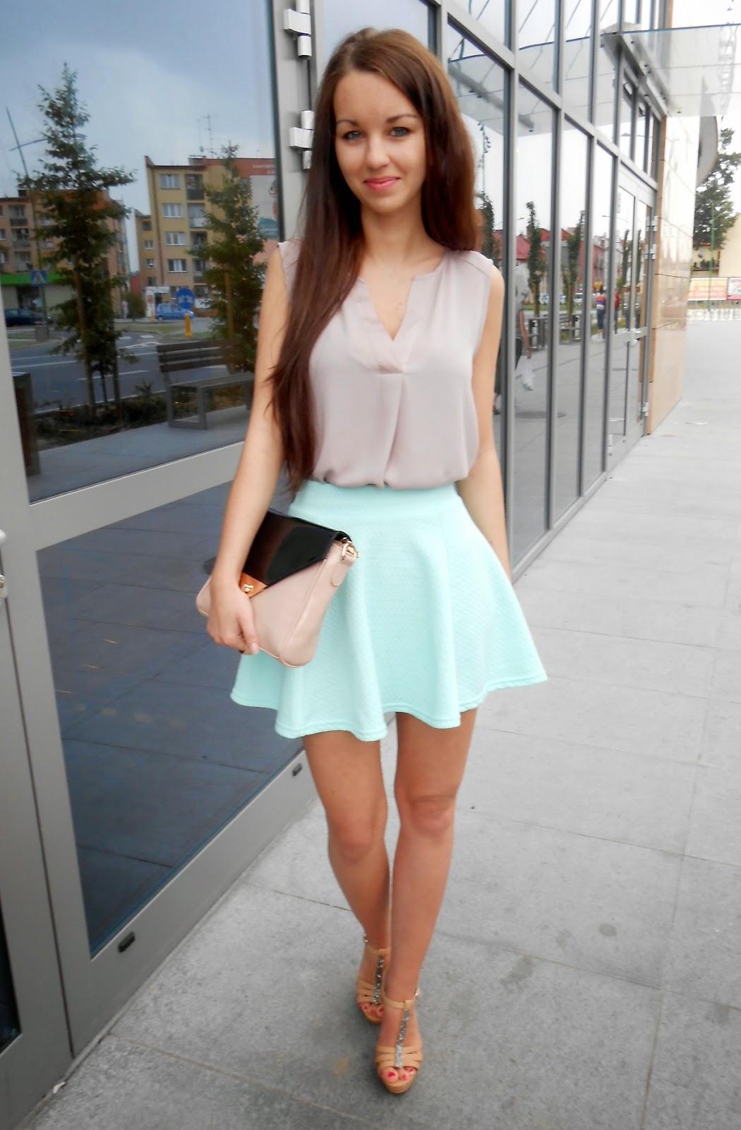 80001a3a25 Kolejny elegancki zestaw  -) w okresie letnim uwielbiam nosić spódniczki  lub sukienki dlatego i tym razem kolejny zestaw z miętową spódnicą.