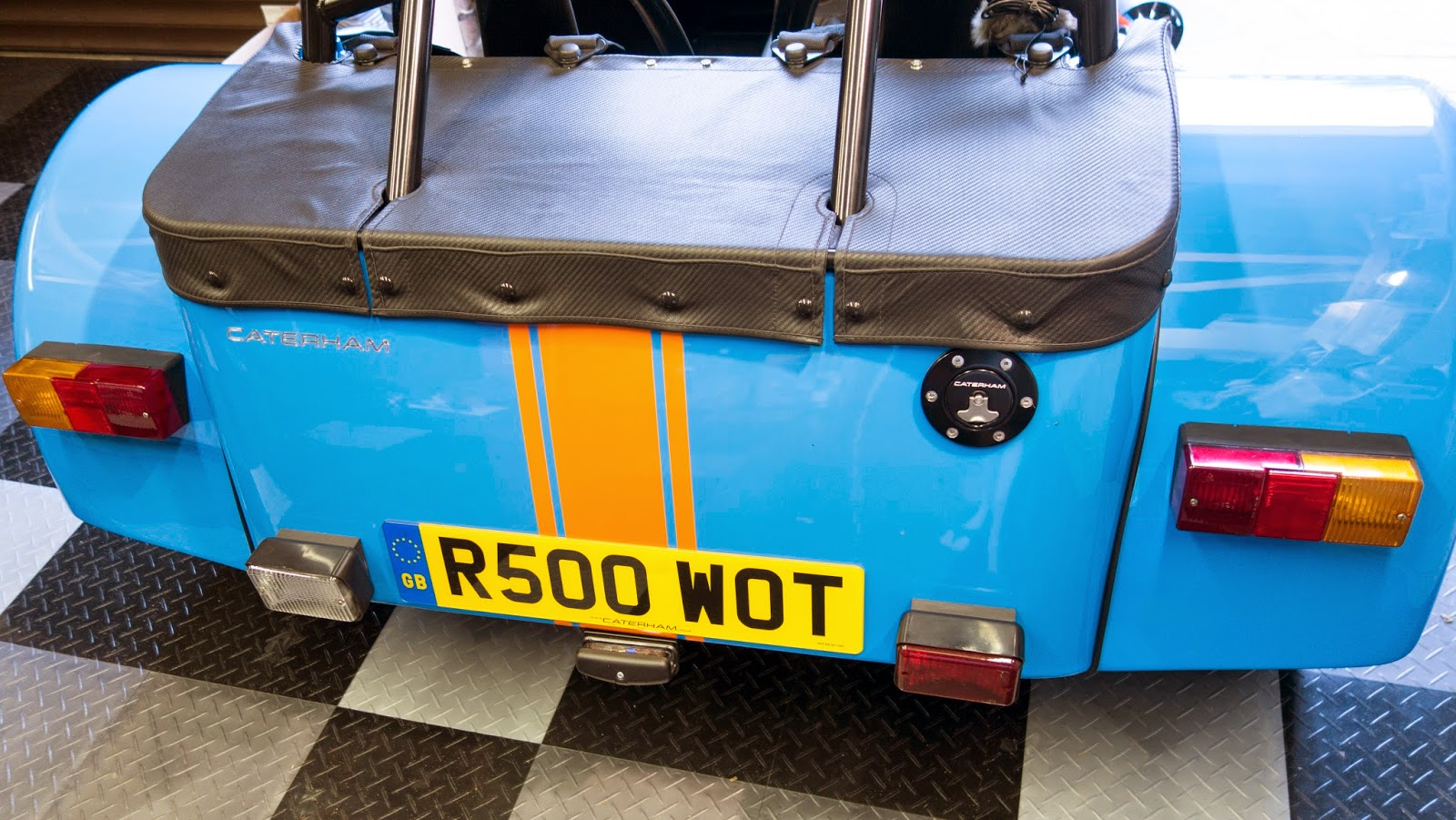 Caterham R500 with standard rear indicators and light blocks.