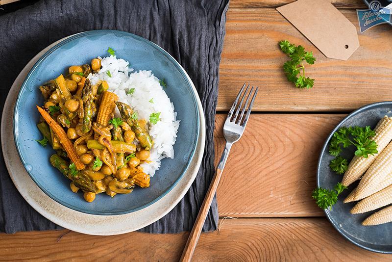 Wegańskie curry z ciecierzycą