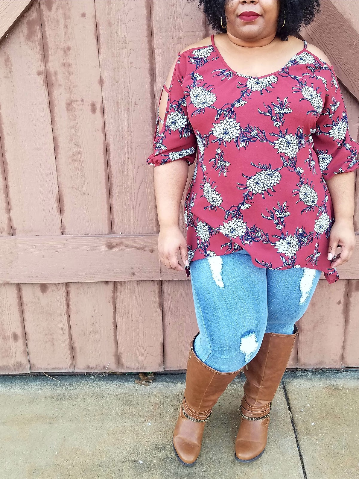 Floral print, ripped jeans, tall boots, thick thighs, curvy blogger