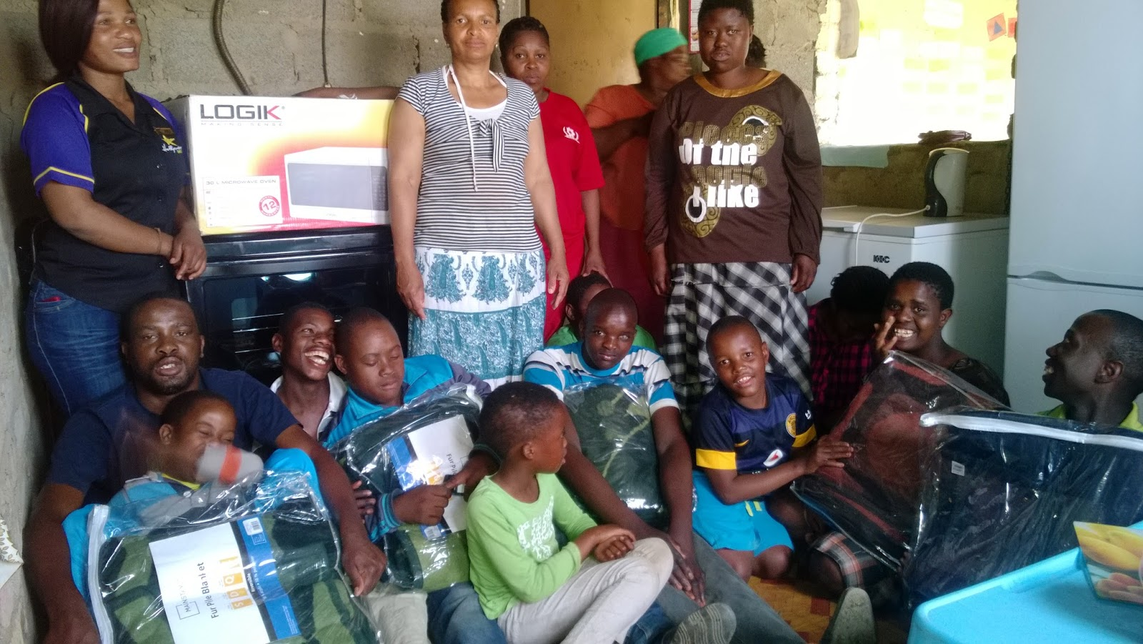 Hollywoodbets Hendrina team members deliver some essential household items to Thembelihle Multi-purpose Centre