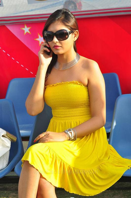 Indian Actress Madhu Shalini Tamil Actress Strapless Tube -4339