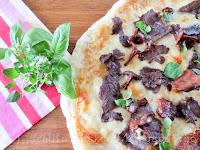 http://tradisjonskost.blogspot.no/2016/09/surdeigspizza-med-hvit-pizzasaus-suovas.html