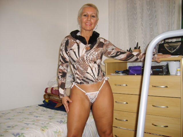 Dona de casa gostosa deixa ser filmada pelo sobrinho - 3 part 3