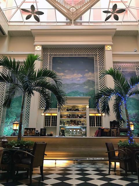 Mezzanine Bar Hotel Saratoga havana vieja the touristin