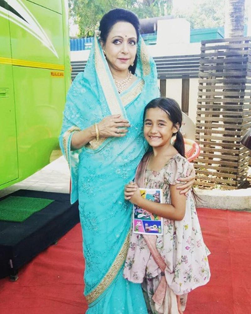 Aakriti Sharma as Kullfi along with her idol Hema Malini