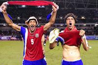 celso borges y cristian bolaños, festejando clasificación al mundial de brasil 2014