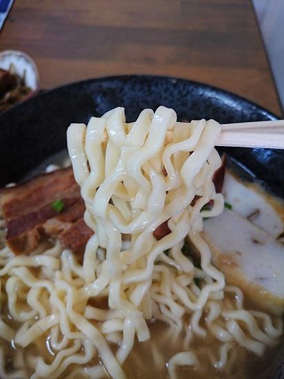 沖縄そばの麺の写真
