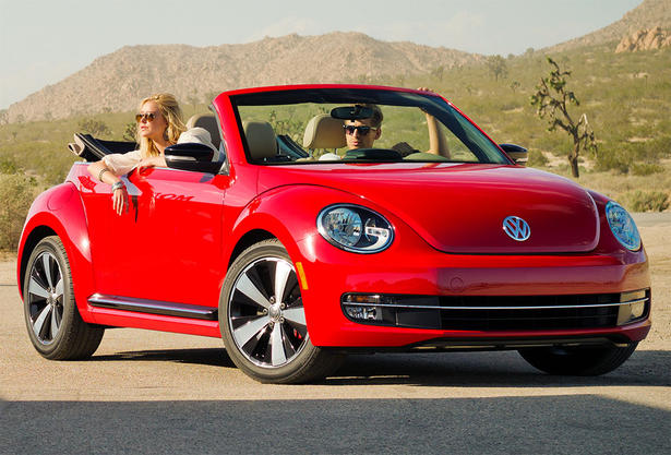 2013 volkswagen beetle convertible reviews
