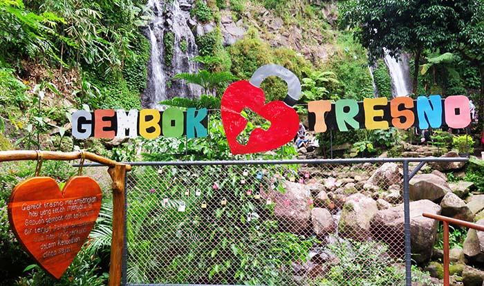 Gembok Tresno untuk Mengabadikan Cinta Mereka