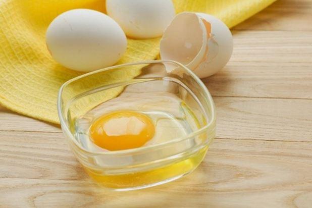cara memutihkan wajah pria dengan putih telur