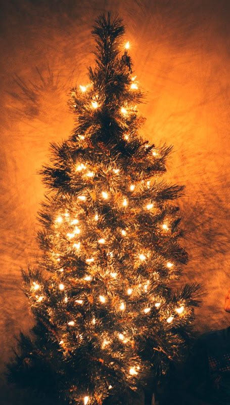 Christmas Glowing Tree Wallpaper For Iphone Wallpapers 1080p