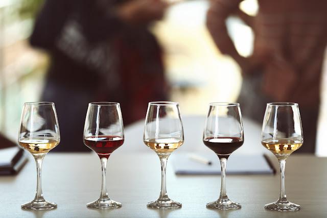 Wijnproeverij thuis organiseren: 6 tips