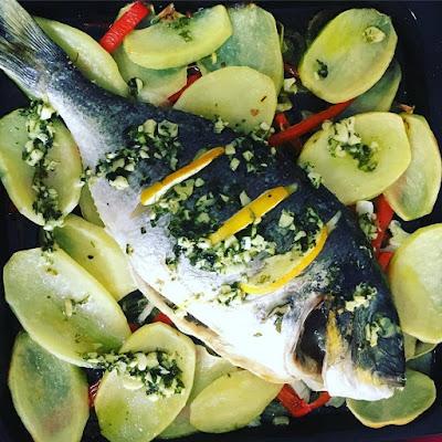 Dorada al horno con verduras,