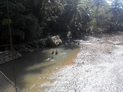 Sungai di dekat Goa Lalay