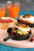 Τοστ με αβοκάντο, μπέικον, αυγό και μαρμελάδα ντομάτας - by https://syntages-faghtwn.blogspot.gr