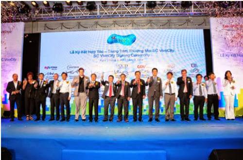 Lễ ký kết hợp tác dự án SC VivoCity giữa VCCD và 13 đối tác bán lẻ
