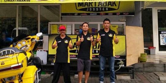 Vokalis Band Hello Kini Jualan Martabak