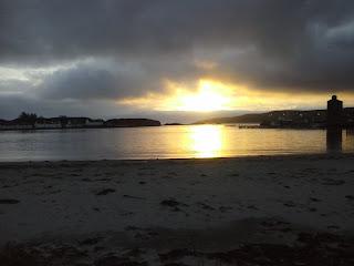 prístav a západ slnka v decembri