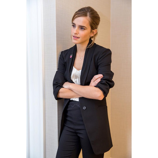 Emma-Watson-latest-costume-fashion-pic-on-Insta