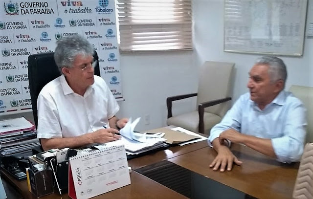 Prefeito Bonifácio Rocha discute assuntos administrativos com governador em JP