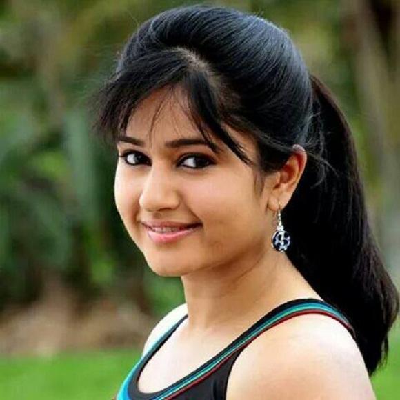 Poonam Bajwa Telugu Actress Biography Hot Photos