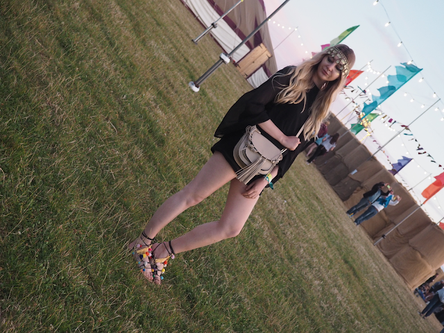 what to wear to a music festival blog