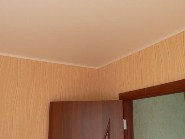 Как сделать натяжной потолок если неровные стены