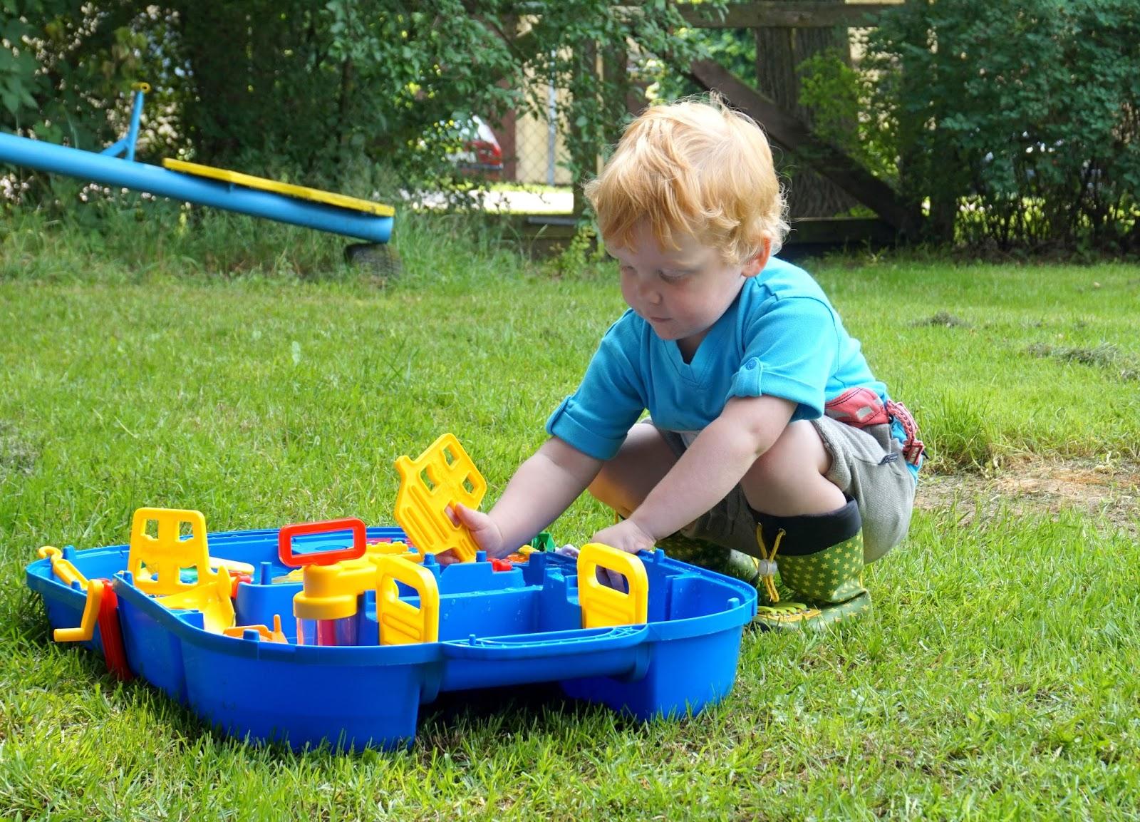 Grou00dfer Wasserspau00df zum Mitnehmen - die AQUAPLAY Lock Box - Apfelbu00e4ckchen Familienblog