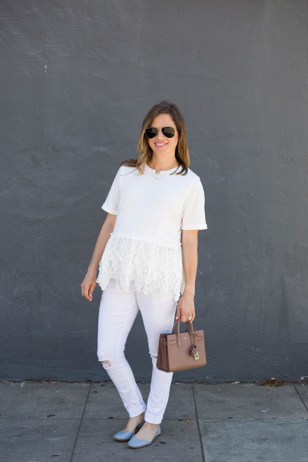 white ruffle tee and skinny jeans