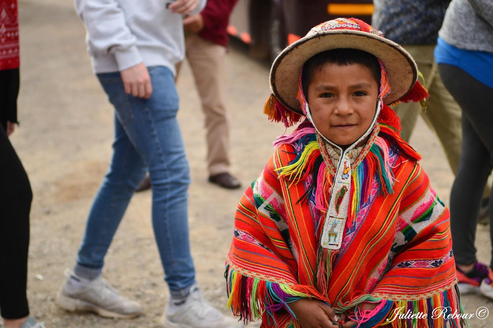 Péruvien en tenue traditionnelle
