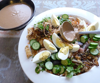 Indonesian Mixed Salad with Peanut Dressing