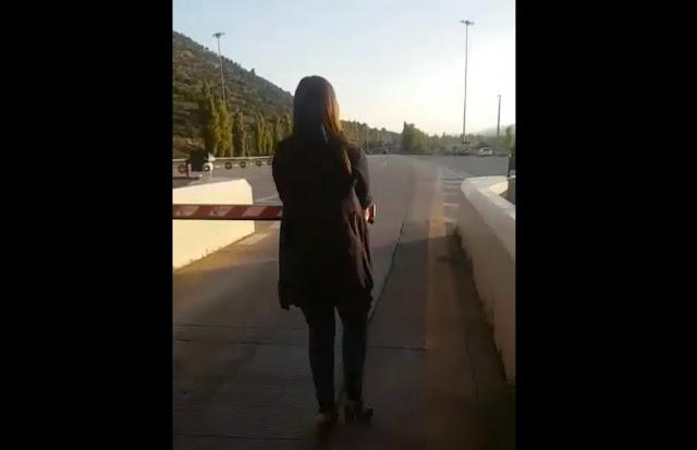 Η Ζωή Κωνσταντοπούλου σηκώνει μπάρες στα διόδια και λέει «Δεν Πληρώνω»