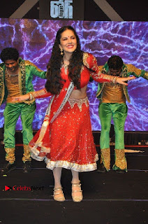 Bollywood Actress Model Sunny Leone Dance Performance in Red Half Saree at Rogue Audio Launch 13 March 2017  0161.jpg